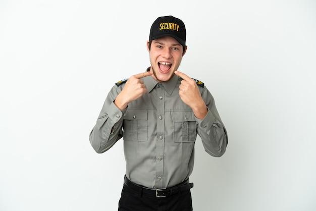 親指を立てるジェスチャーを与える白い背景で隔離の若いロシアの警備員