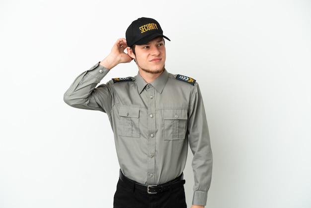 疑いを持って白い背景で隔離の若いロシアの警備員