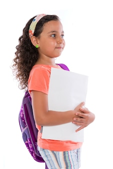 Молодая школьница с рюкзаком и ноутбуками