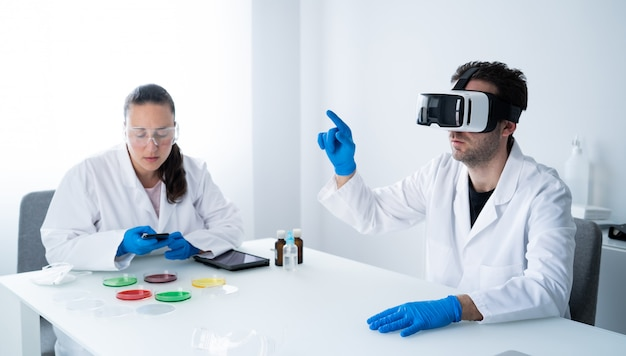 Young scientists working in the modern laboratory