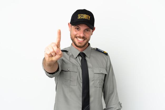 Молодой бразильский человек безопасности изолирован на белом фоне, показывая и поднимая палец