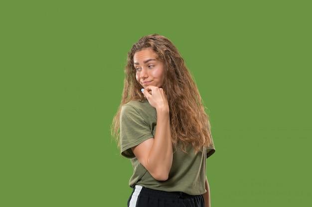 若い深刻な思いやりのある女性。疑いの概念。