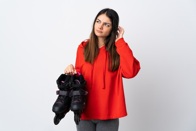 Молодая женщина-скейтер