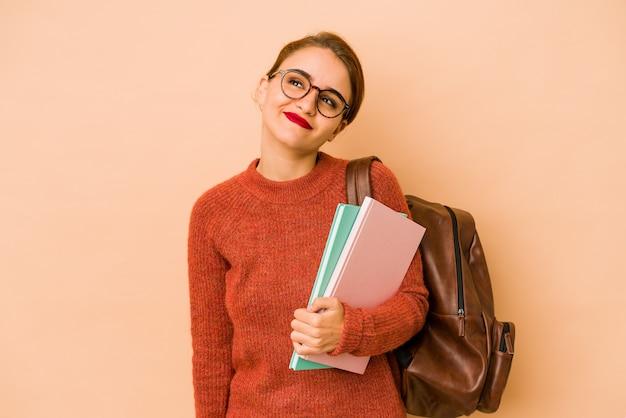 Молодая тощая арабская студентка мечтает о достижении целей и задач