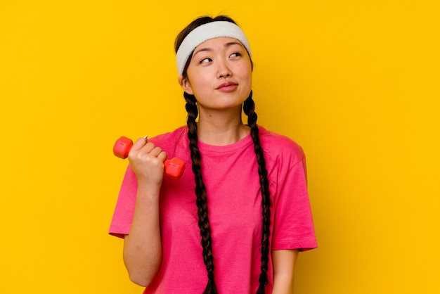 Young sport chinese woman  dreaming of achieving goals and purposes
