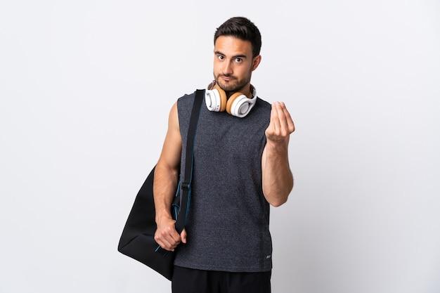 이탈리아 제스처를 만드는 흰색 절연 스포츠 가방 젊은 스포츠 남자