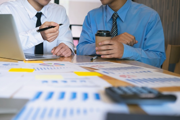 Молодые бизнесмены стартапов бизнесменов.
