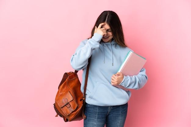 웃 고 고립 된 젊은 학생 여자