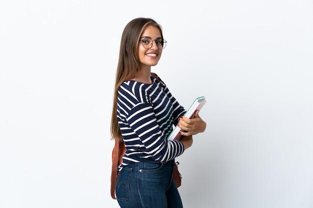 Молодая женщина студента, изолированные на белом фоне