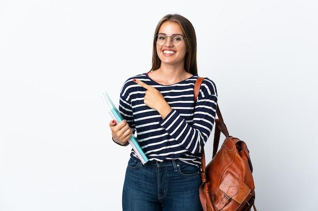 製品を提示する側を指して孤立した若い学生女性