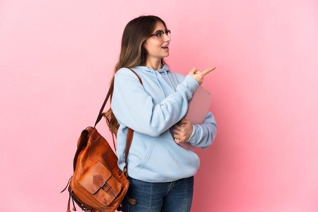 고립 된 젊은 학생 여자