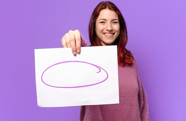 一枚の紙の発言を示す若い学生女性