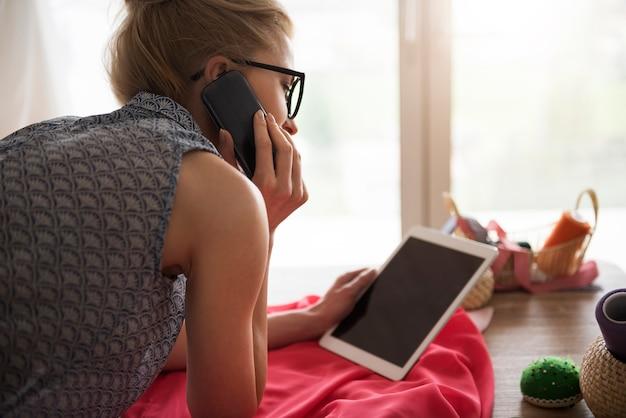 Молодой портной с новыми технологиями