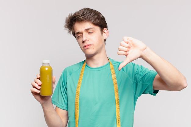 Молодой подросток человек грустное выражение и проведение успокаивающий. концепция диеты
