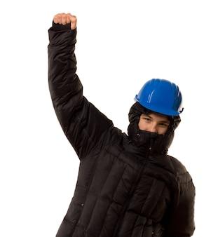 Молодой бандит пробивает воздух кулаком