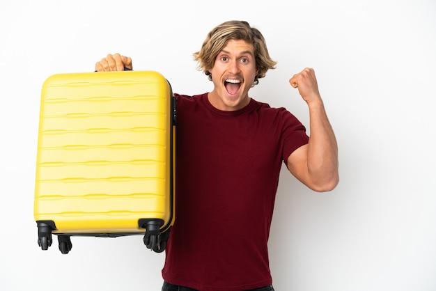 가방을 들고 젊은 여행자