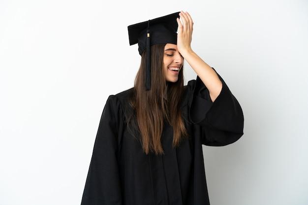 Молодой выпускник университета, изолированные на белом фоне, что-то понял и намеревается найти решение