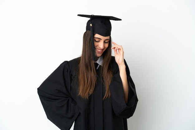 Молодой выпускник университета, изолированные на белом фоне смеясь