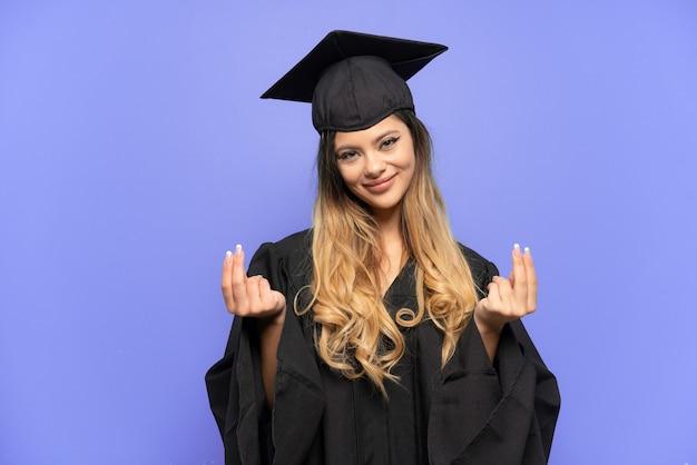 돈 제스처를 만드는 흰색 배경에 고립 된 젊은 대학 졸업 러시아 소녀