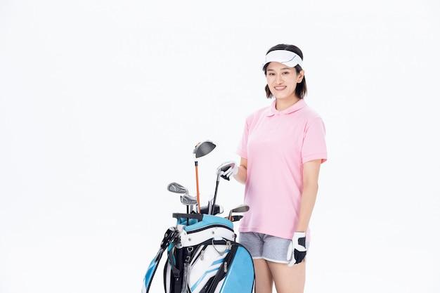 Молодая уругвайская блондинка над белой стеной, играя в гольф