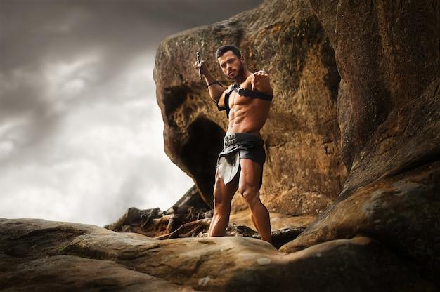 山のピークに若い戦士