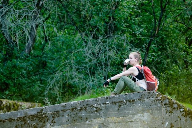 Авантюрист молодой женщины