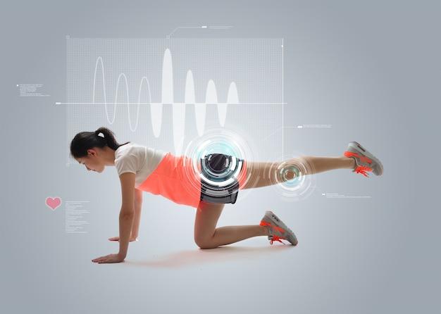 Giovane donna facendo esercizi fisici