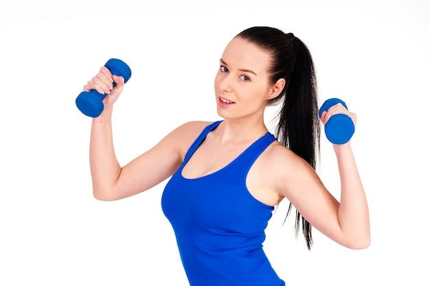 運動する若い女性