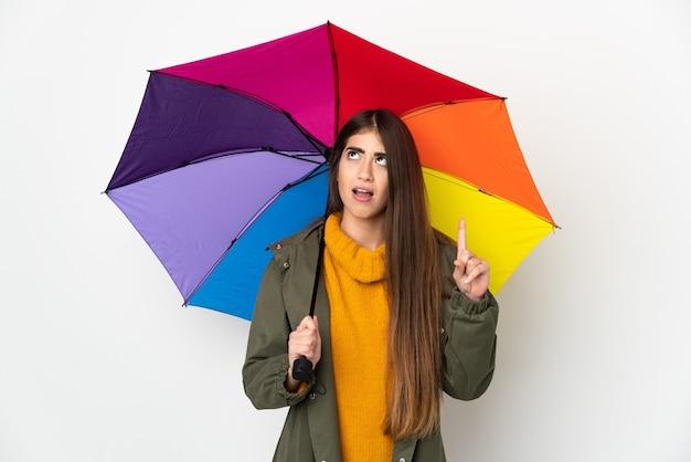Молодая женщина, держащая зонтик