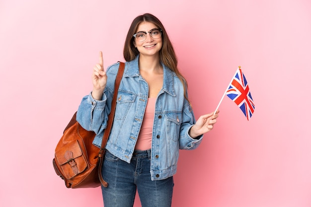 고립 된 영국 국기를 들고 젊은 여자