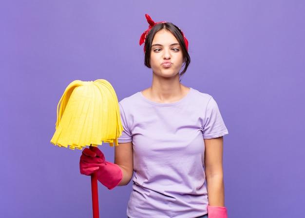 Молодая домработница