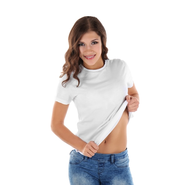 白地に空白のtシャツの若い女性
