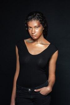 Tシャツの若い女性