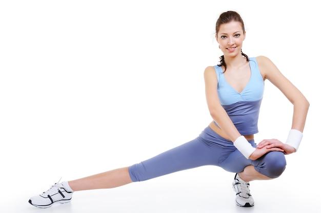 体操ポーズの若い女性
