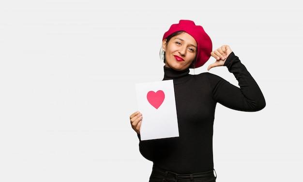バレンタインの日に指を指す若い女性、従う例