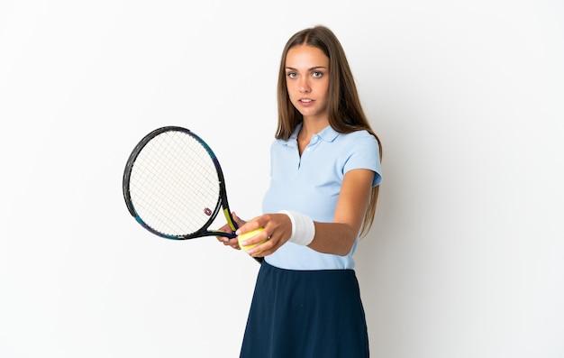 젊은 여자 테니스 흰색 배경에 고립