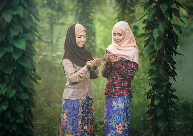 Young woman muslim praying