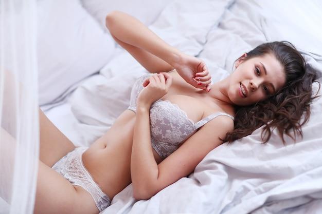 Giovane donna in posa
