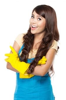 Молодая женщина готова сделать уборку