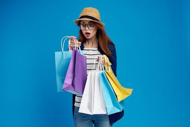 若い女性のオンラインショッピング、非接触型配信