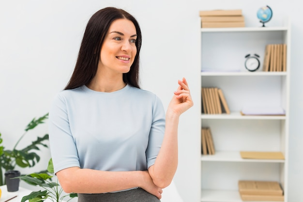 Young woman standing in office Free Photo