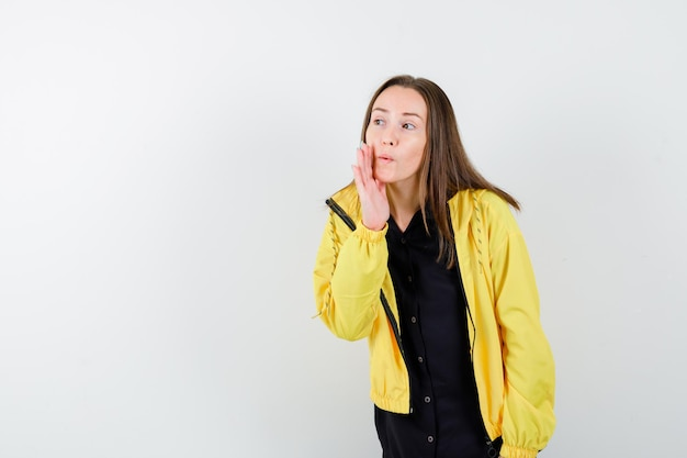 秘密を告げる若い女性