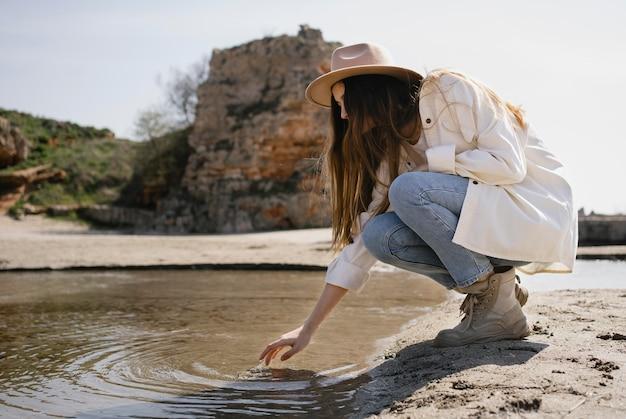 一人旅の若い女性
