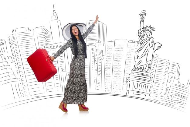 Молодая женщина, путешествующая в сша