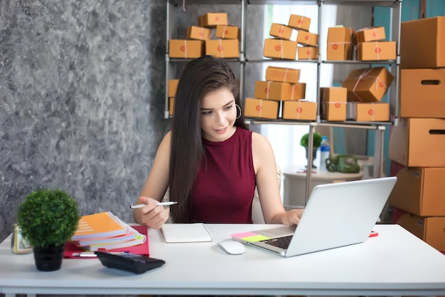 Young woman using laptop computer. entrepreneurs success in doing business. shipment onlin