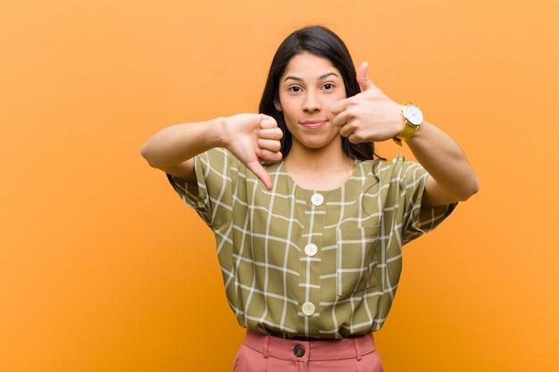 さまざまなオプションで善と悪の重さを量る若い女性