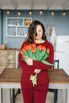 Young woman with a bouquet of tulip flowers.