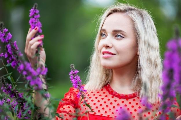 Young woman with flowers in the park Premium Photo