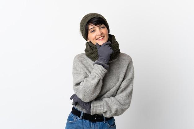 겨울 모자 행복 하 고 웃는 젊은 여자