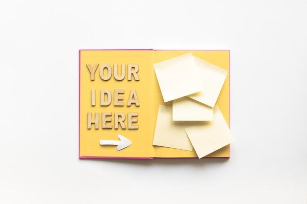 あなたのアイデアはここにあるテキストで、矢印の記号は本の付箋に向いています